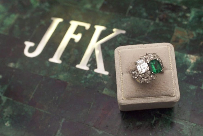 jacqueline kennedy engagement ring