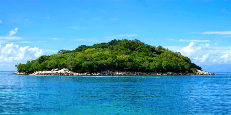 vedere insula ksamil
