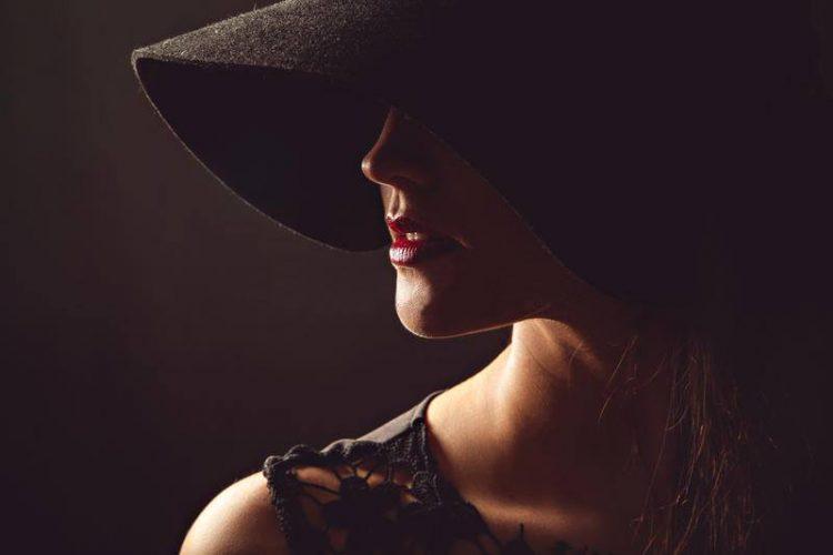 femeie pălărie